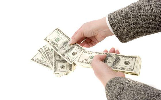 деньги в долларах